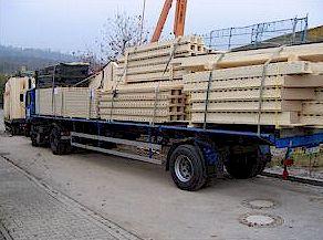 Деревянные панели перед разгрузкой