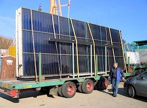 Солнечные коллекторы перед разгрузкой